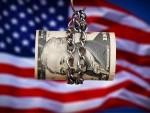 圖説:美今年财政赤字嚴重猶如被鎖鏈捆綁(資料圖片)